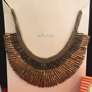Stella & Dot Pegasus Necklace NEW IN BOX!